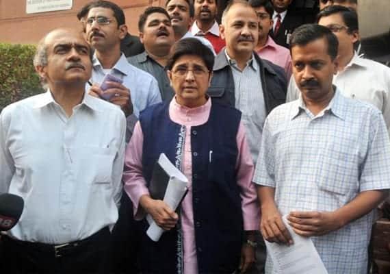 Team anna demands investigation against 15 corrupt ministers